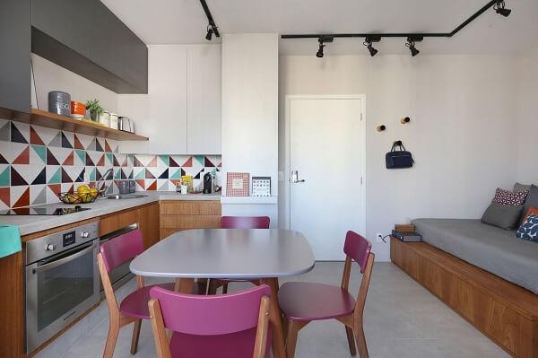 As cadeiras para cozinha pink trazem alegria para o ambiente integrado