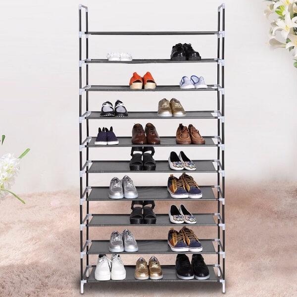 As sapateiras de aramado são perfeitas para deixar à vista os calçados