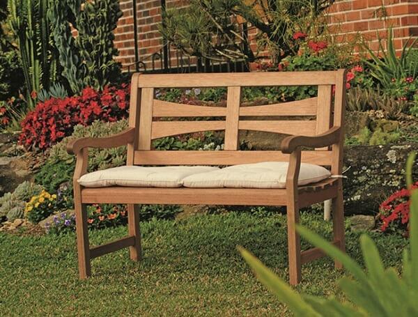 Banco de madeira jardim com assento estofado