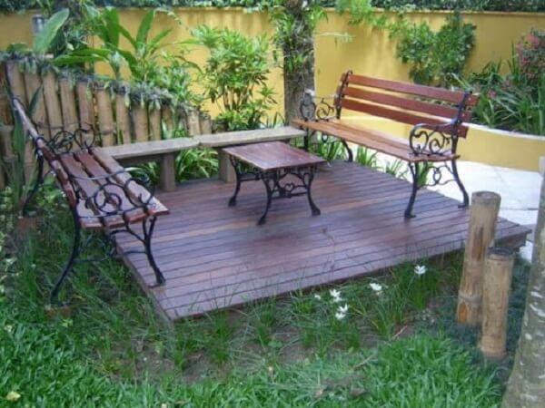 Banco de madeira jardim área externa