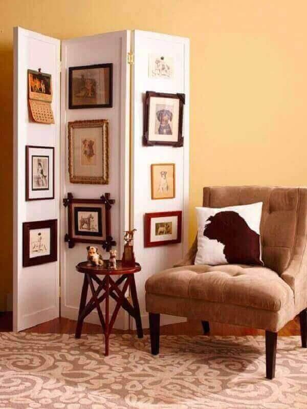 Biombo de madeira branca customizado com quadros