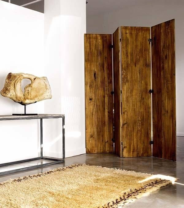 Biombo de madeira com quatro faces