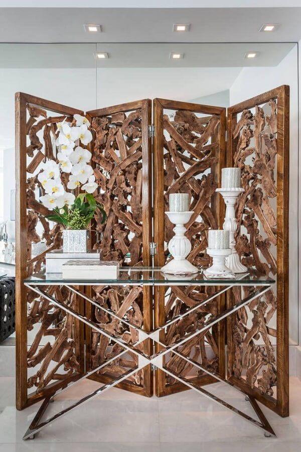 Biombo de madeira maciça com acabamento deslumbrante