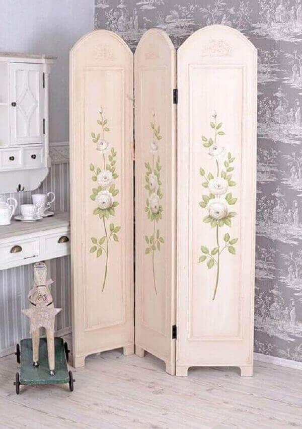 Biombo de madeira mdf com acabamento pintado
