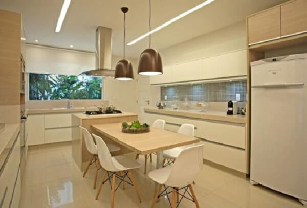 Cadeira para ilha de cozinha estilo Eames é muito procurada pelas pessoas