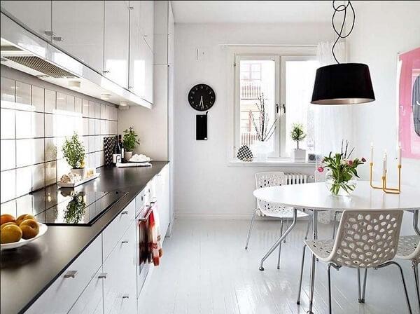 Cadeiras para cozinha com decoração minimalista