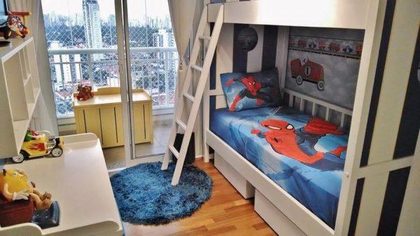 Cama infantil com tema do homem aranha