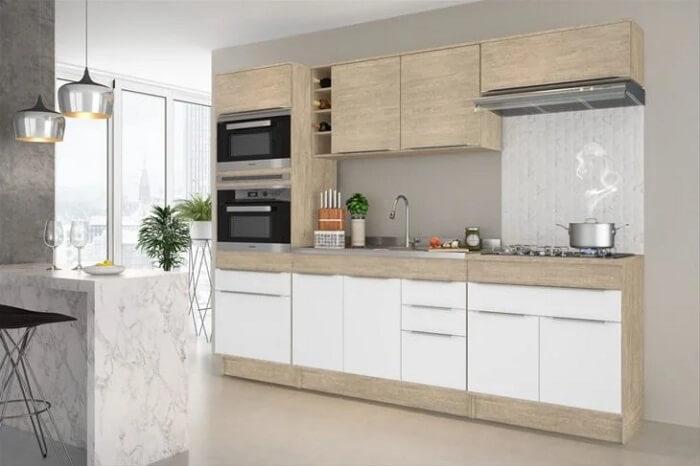 Decoração clean com cozinha modulada feita com acabamento claro. Fonte: Decibal