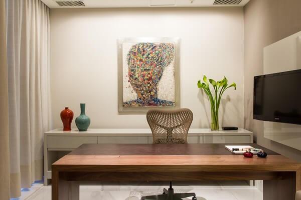 Decoração clean com quadro decorativo colorido
