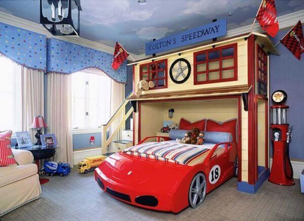 Decoração incrível para quarto de menino com cama infantil carros