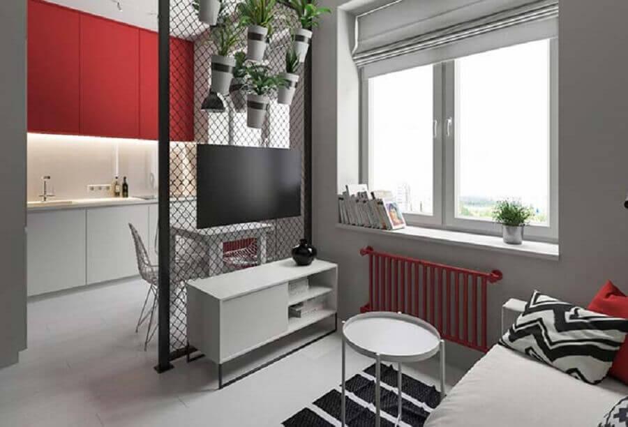 Decoração moderna conta com a presença de um mini rack