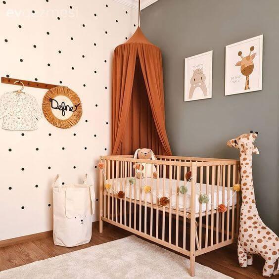 Escolha o quadro para quarto de bebê que se conecte com a decoração do cômodo. Fonte: Pinterest