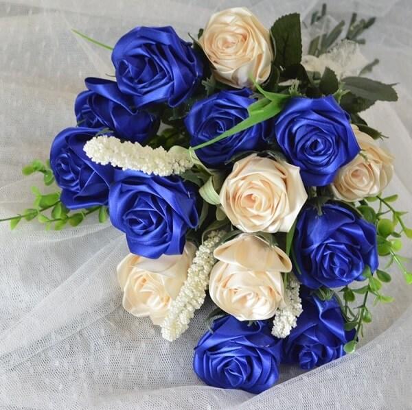 Flor de cetim Buque de flores de cetim