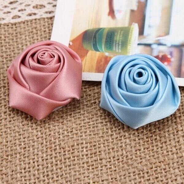Flor de cetim rosa e azul