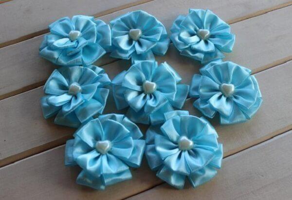 Flor de cetim fita azul