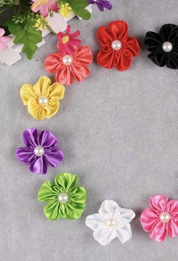 Flor de cetim coloridas