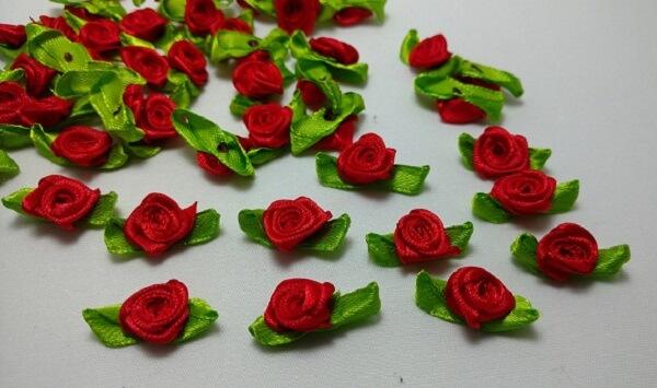 Flor de cetim mini rosa de cetim