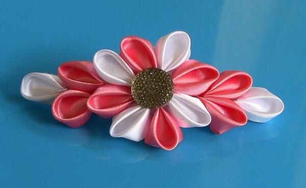 Flor de cetim rosa e branca