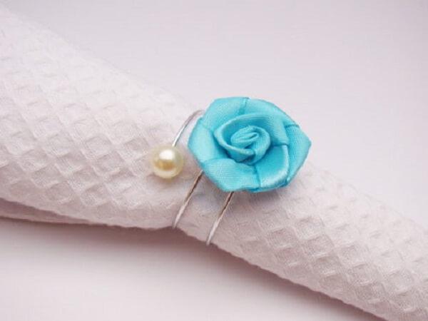 Flor de cetim porta guardanapo