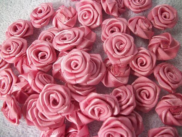 Flor de cetim rosa de cetim