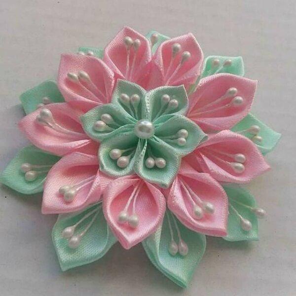 Flor de cetim rosa e verde