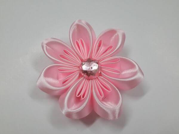 Flor de cetim rosa claro