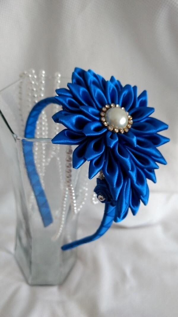 Flor de cetim tiara azul