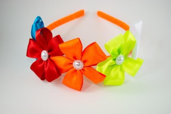 Flor de cetim tiara colorida