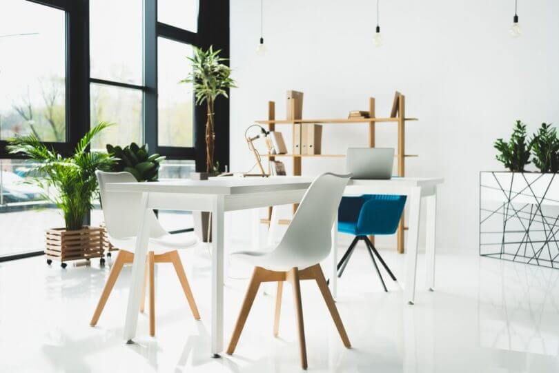 Móveis para escritório cadeiras brancas