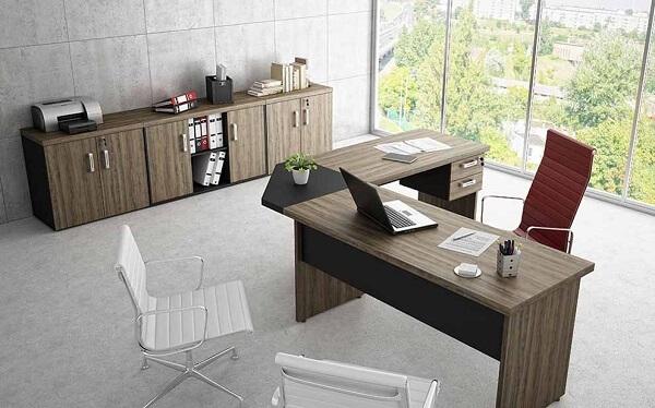 Móveis para escritório cadeira vermelha mesa em L