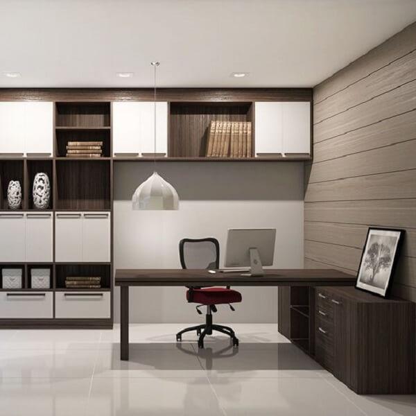 Móveis para escritório planejados em madeira