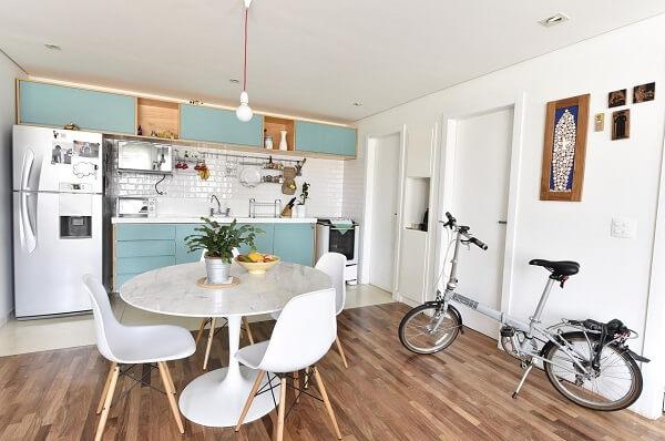 Mesa redonda com cadeiras para cozinha estilo Eames