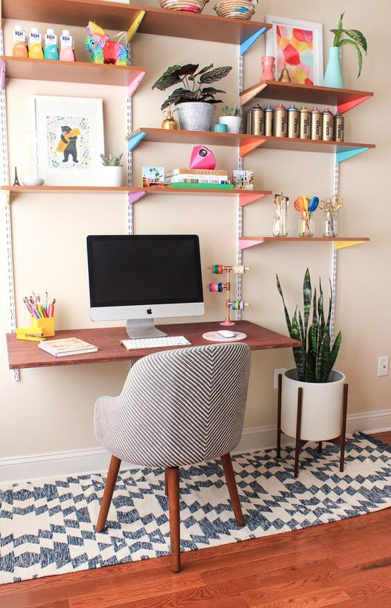 Modelo criativo de escrivaninha com estante. Fonte: Pinterest