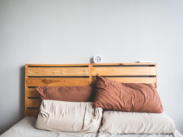 Modelo de cabeceira de pallet simples para decoração minimalista