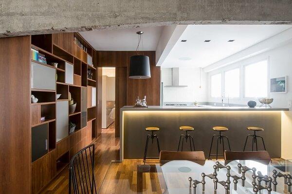 Modelo de cadeira alta para cozinha integrada