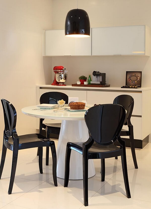 Modelo de cadeiras para cozinhas modernas em tom preto