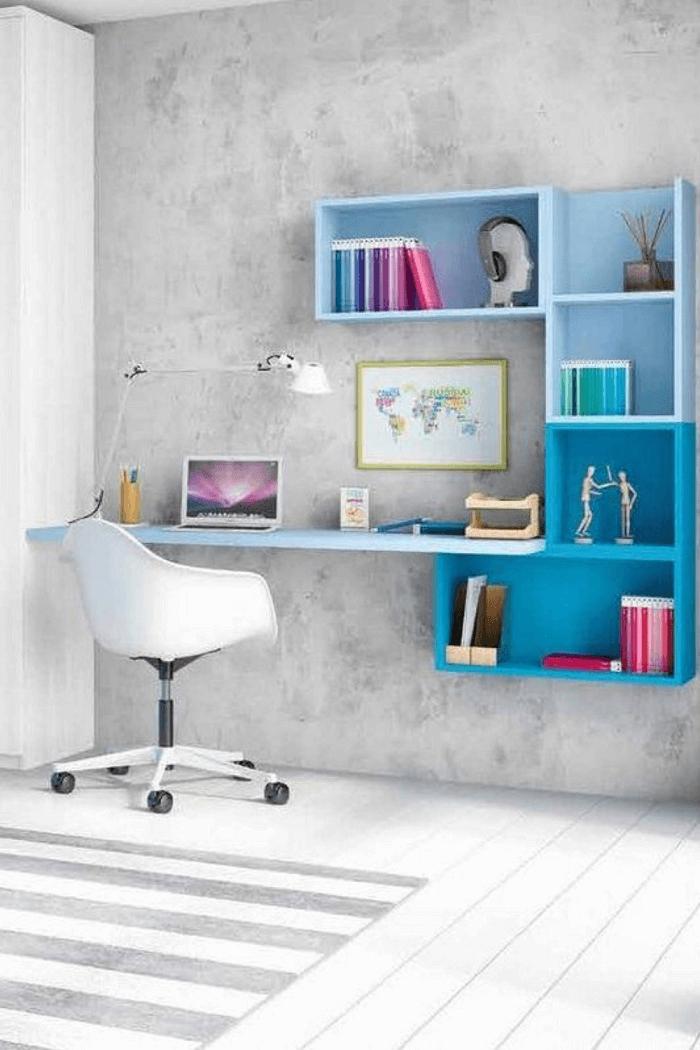 Modelo de escrivaninha com estante em degradê azul. Fonte: Pinterest