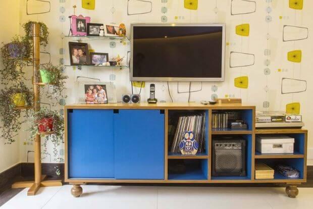 Modelo de rack retrô azul com pés arredondados