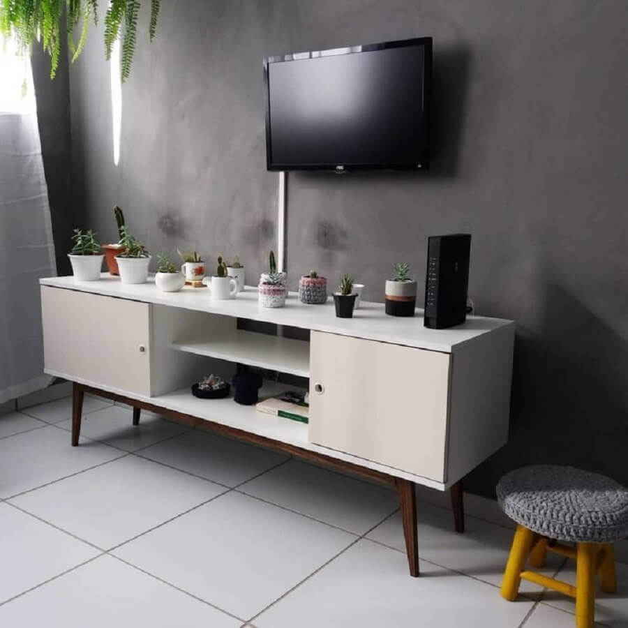 Modelo de rack para sala pequena com pés palito