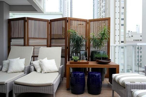 O biombo de madeira deve ser tratado antes de ser exposto em ambientes externos