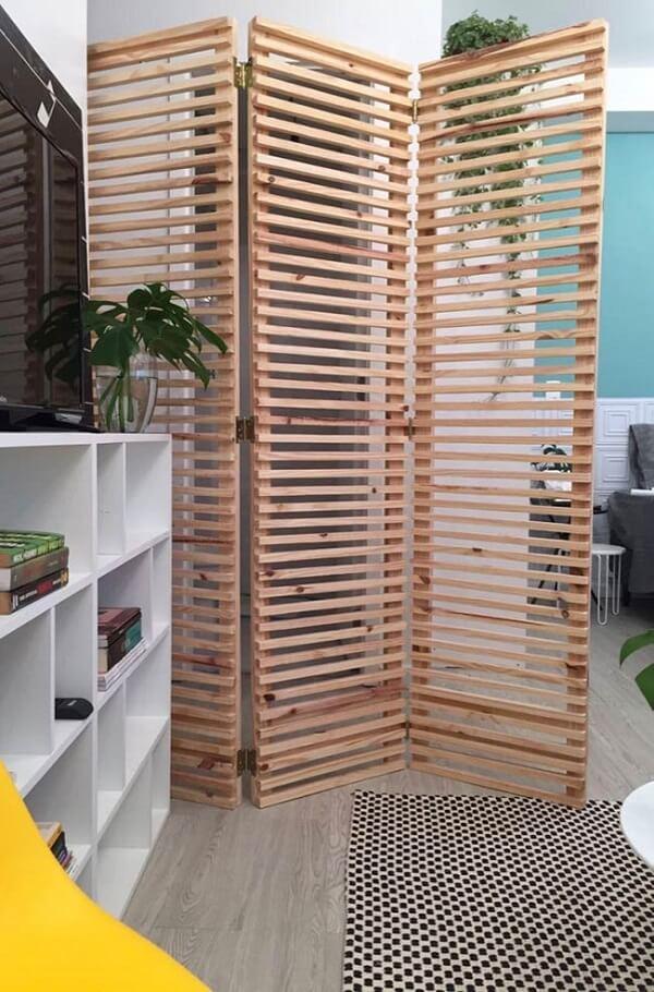 O biombo de madeira mdf é uma ótima solução para ambientes pequenos
