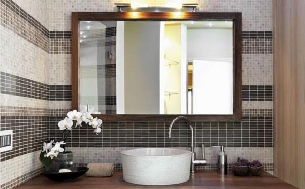 O espelho retangular é muito utilizado na decoração do banheiro