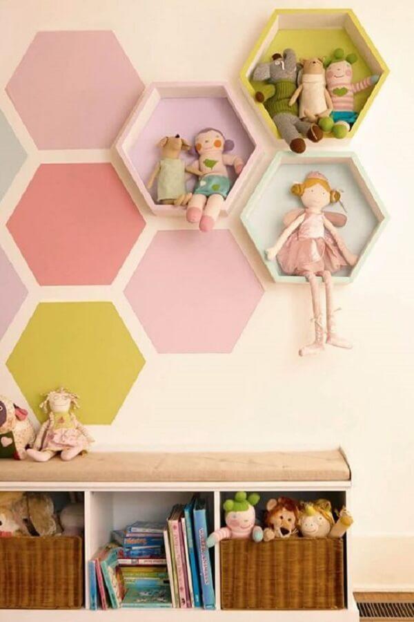 O nicho colmeia colorido transmite um ar criativo. Fonte: Pinterest