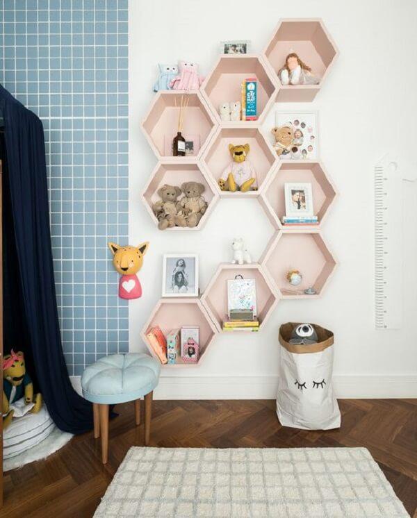 O nicho colmeia pode preencher toda a parede do quarto. Fonte: Casa Vogue