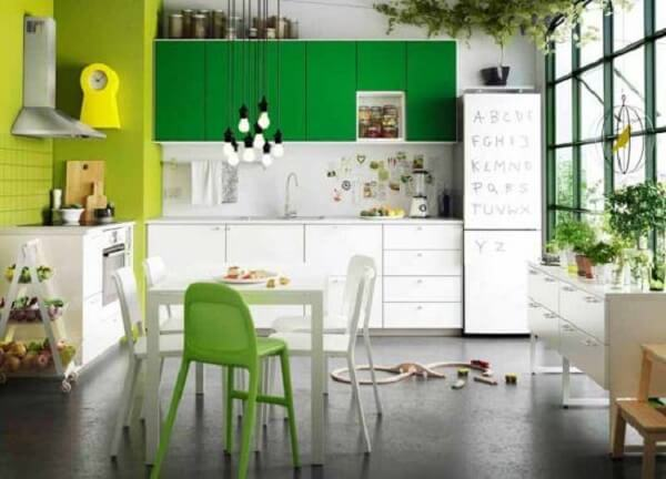 O papel contact pode transformar o acabamento dos armários da cozinha modulada. Fonte: Pinterest