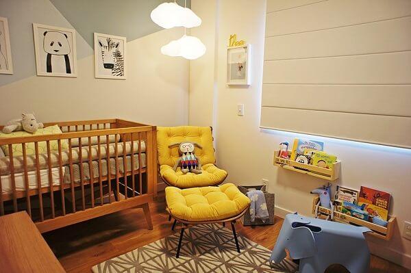 O quarto de bebê ficou lindo com a poltrona costela amarelo