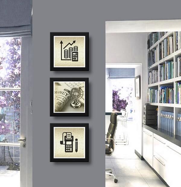 Os quadros para escritório foram alinhados verticalmente na parede