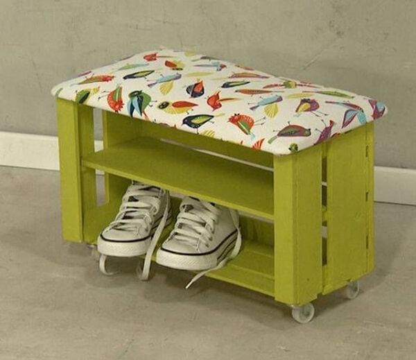 Pinte o banco sapateira com cores alegres