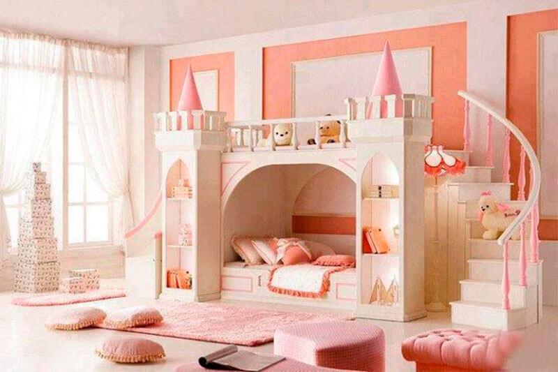 Quarto delicado com cama infantil princesa