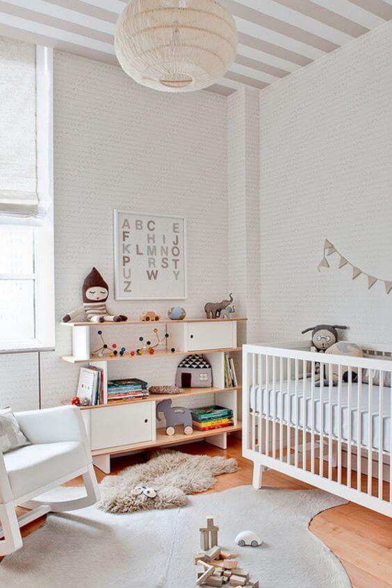 Que tal incluir um quadro para quarto de bebê com as letras do alfabeto? Fonte: Pinterest